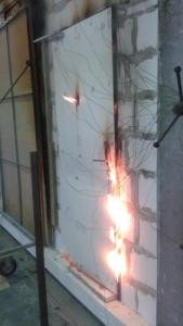 Prohoření dveří po 45. minutě zkoušky, Požární zkušebna  PAVUS, a.s.