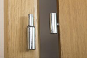 Postup vložení kovové podložky